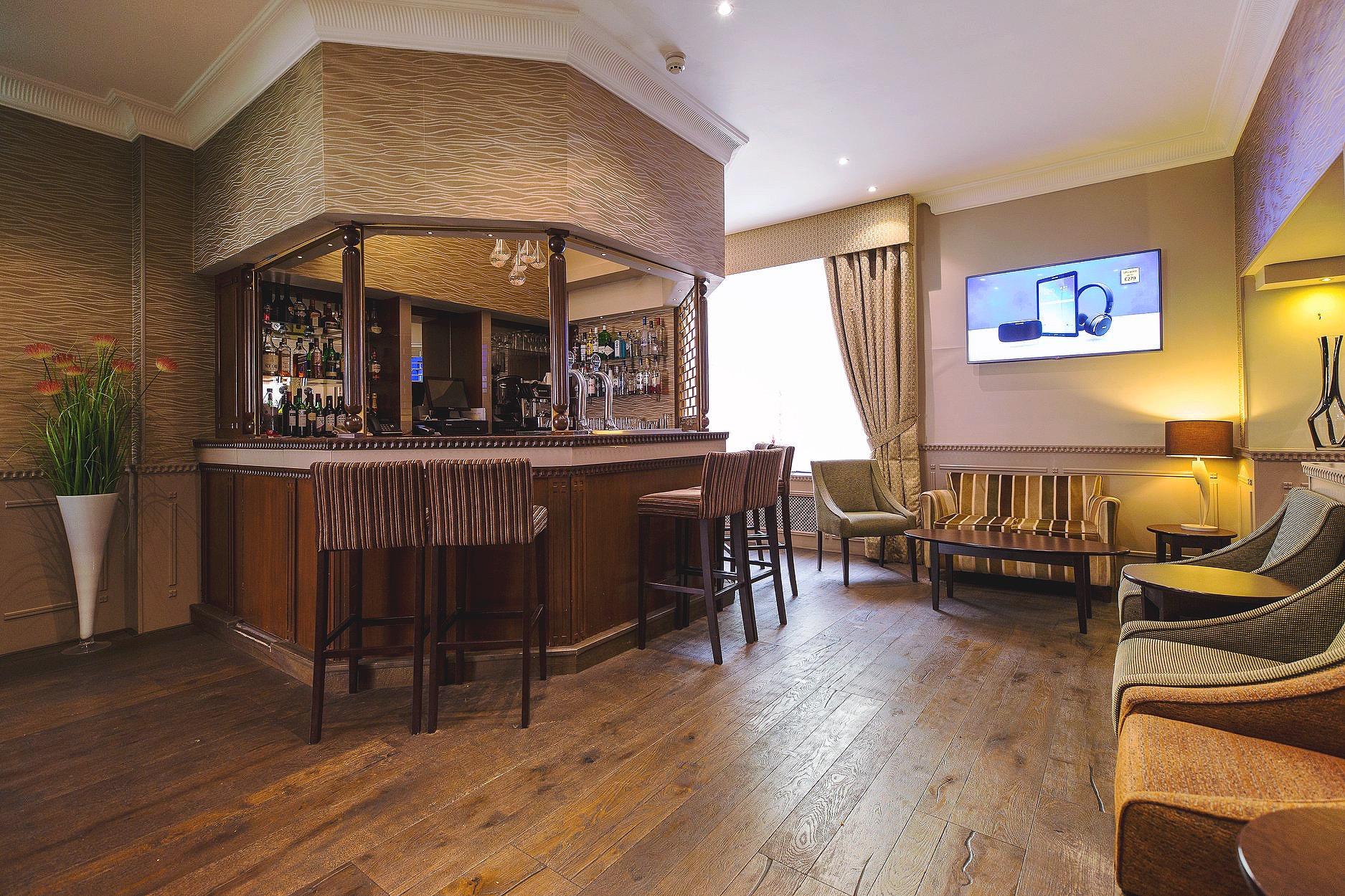Phoenix Hotel Bar